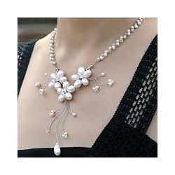 Pearl and Glass 'White Pearl Bouquet' Necklace (4-8 mm) (Thailand)