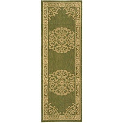 Indoor/ Outdoor Sunny Olive/ Natural Runner (2'4 x 6'7)