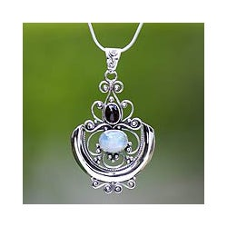 Sterling Silver 'Arabesque' Moonstone Necklace (Indonesia)