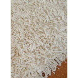 Hand-tufted Ivory Ultra Plush Shag Rug (5' x 7'3