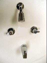 Moen 2-handle Chrome Tub/ Shower Faucet