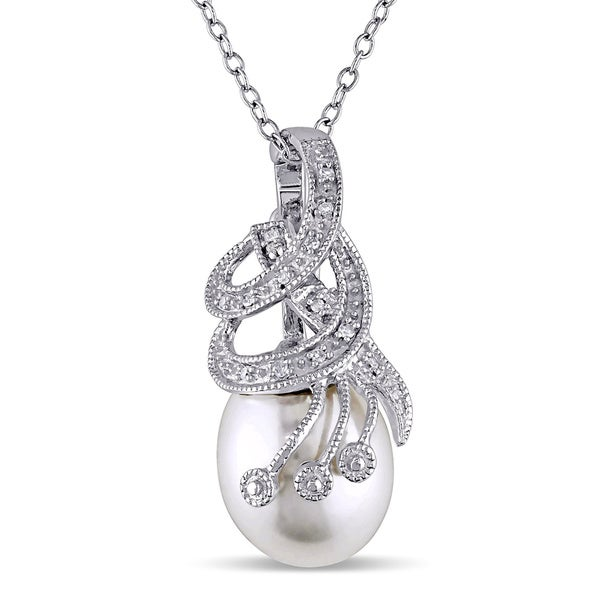 Miadora Sterling Silver Freshwater Pearl and Diamond Necklace (10-11 mm)
