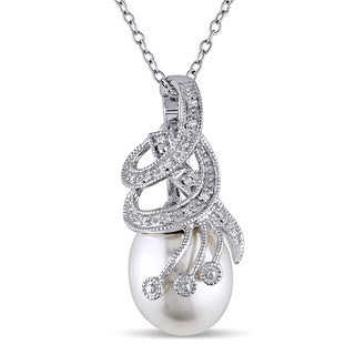 Miadora Silver Freshwater Pearl and Diamond Necklace (10-11 mm)