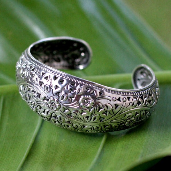 Sweet Jasmine Traditional Handmade Floral Repousse with Cutouts 925 Sterling Silver Convex Womens Cuff Bracelet (Thailand)