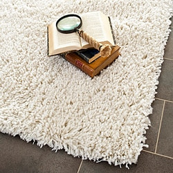 Hand-woven Bliss Off-White Shag Rug (5' x 8')