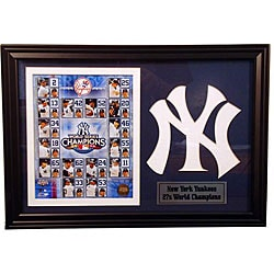 2009 New York Yankees 12x18 Framed Photo and Logo