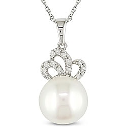 Miadora 10k Gold Diamond and Freshwater Pearl Necklace (9.5-10 mm)