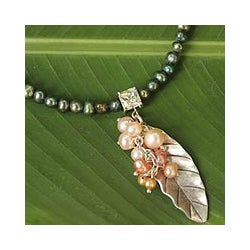 Sterling Silver Pearl 'Perfect Leaf' Choker (4-6 mm) (Thailand)