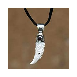 Silver/ Cowbone 'Brave Eagle' Men's Garnet Necklace (Indonesia)