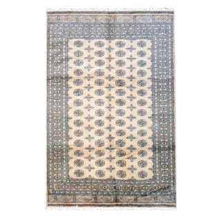 Pakistani Bokhara Hand-knotted Beige/ Black Wool Rug (6&#39; x 9&#39;)
