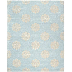 Handmade Soho Medallion Light Blue N. Z. Wool Area Rug (7'6 x 9'6)