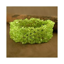 'Spring Breeze' Peridot Stretch Bracelet (India)