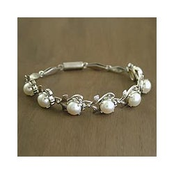 Sterling Silver 'Misty' Pearl Flower Bracelet (7 mm) (India)