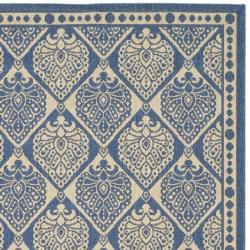 Safavieh Indoor/ Outdoor Blue/ Ivory Rug (5'3 x 7'7)