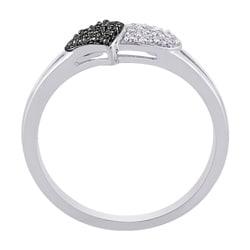 10k White Gold 1/8ct TDW Black and White Diamond Heart Ring (G-H, I2-I3) (Size 6.75)