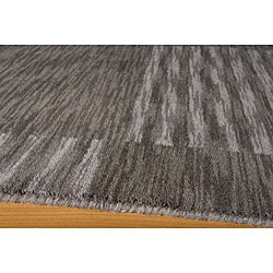 Hand-loomed Squares Grey Wool Rug (5' x 8')