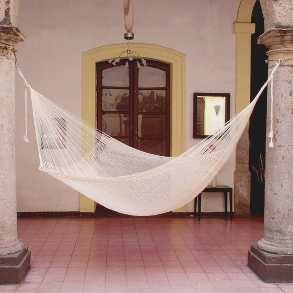Natural Comfort Outdoor Garden Patio Pool Off White Cotton with Nylon Handmade Knotted Rope Style Nylon Single Hammock (Mexico)