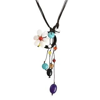 Handmade Drop Cluster Multistone White Flower Pendant Necklace (Thailand)
