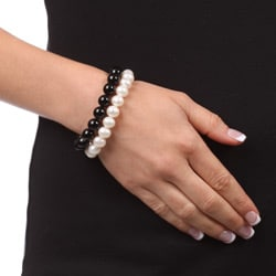 DaVonna White FW Pearl and Black Onyx 2 7-inch Stretch Bracelets (9-10 mm)