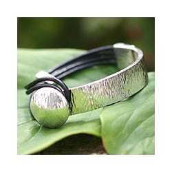 Sterling Silver 'Metropolitan' Leather Bracelet (Peru)