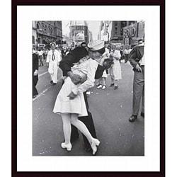 Alfred Eisenstaedt 'V-J Day at Times Square' Wood-framed Art Print