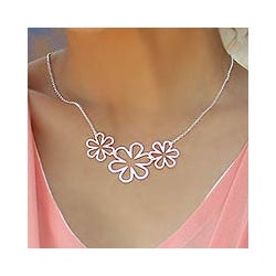 'Flower Power' Sterling Silver Pendant Necklace (Thailand)