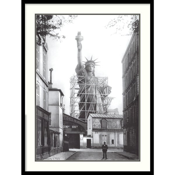 'Statue of Liberty in Paris' Framed Art