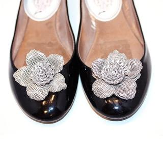 Grey Flower Shoe Clips