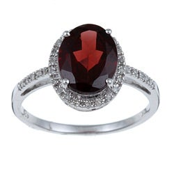 Viducci 10k Gold Garnet and 1/10ct TDW Diamond Ring (G-H, I1-I2)