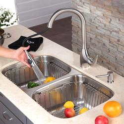Kraus Retractable Stainless-Steel Single-Lever Pullout Sprayer Kitchen Faucet