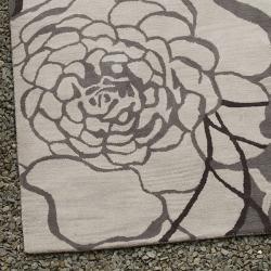 nuLOOM Handmade Prive Grey Rose Pattern Floral Wool Rug (7'6 x 9'6)