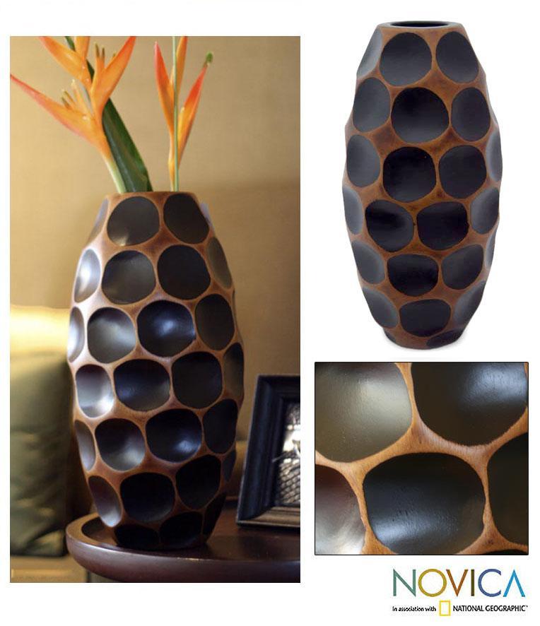 Handcrafted Mango Wood 'Polka Dot Black' Vase (Thailand)