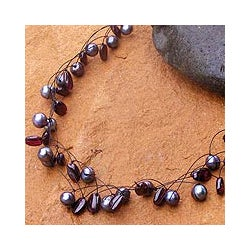 'Ethereal' Black Freshwater Pearl Garnet Necklace (6 mm) (Thailand)