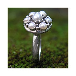 Sterling Silver 'Rose' White Freshwater Pearl Ring (2.5-5 mm) (Bali)