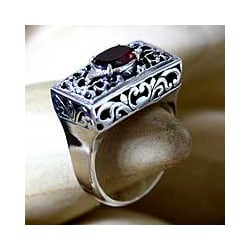 Sterling Silver Filigree 'Royal Coronation' Garnet Ring (Indonesia)
