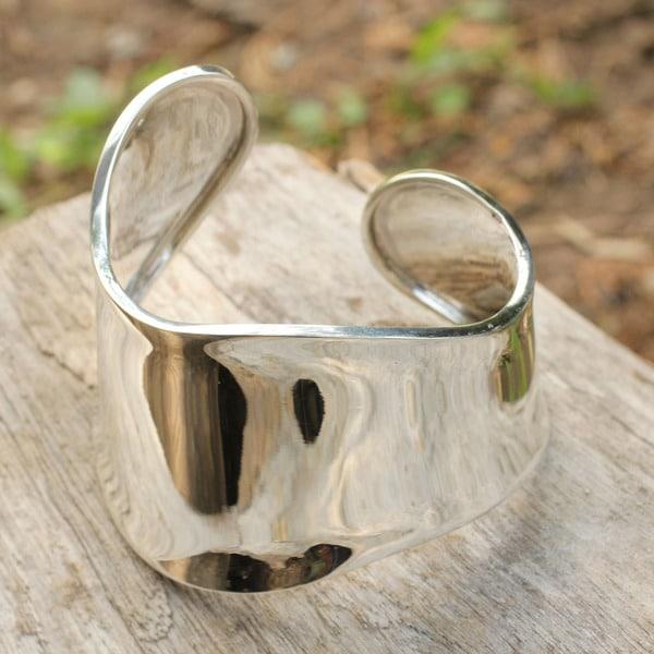Handmade Sterling Silver Graceful Adjustable Cuff Bracelet (44gms) (Thailand)