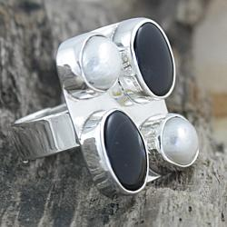 Sterling Silver Onyx and Pearl Adjustable Ring (8 mm) (Mexico)