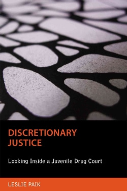 Discretionary Justice: Looking Inside a Juvenile Drug Court (Paperback)