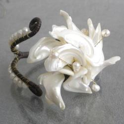 Pearl and White Shell Cuff Bracelet (5-7 mm) (Thailand)