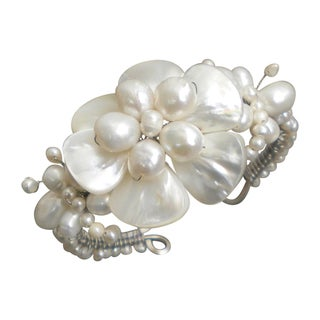 White Shell Flower and Beaded Pearl Bracelet (7-20 mm) (Thailand)