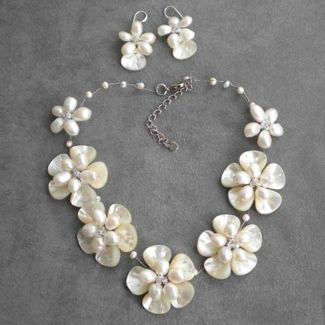 Mother of Pearl/ Pearl/ Crystal Floral Jewelry Set (5-15 mm) (Thailand)