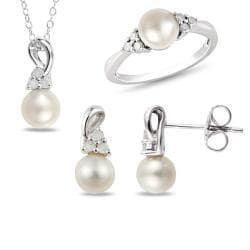 Miadora Sterling Silver Pearl and 1/3ct TDW Diamond Jewelry Set (8-8.5 mm)