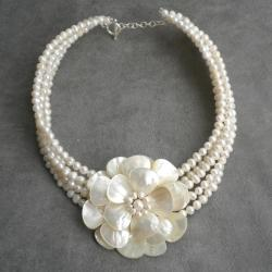 Pearl and Mother of Pearl Flower Beaded Necklace (4-8 mm) (Thailand)