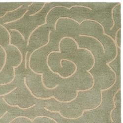 Safavieh Handmade Soho Roses Light Blue New Zealand Wool Rug (7'6 x 9'6)
