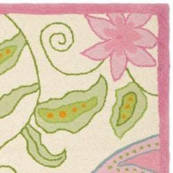 Safavieh Handmade Children's Daisy Ivory New Zealand Wool Rug (4' x 6')