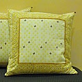 Cotton Hand-blocked 'Dhanya' Beeswax 18-inch Pillow Cover (India)