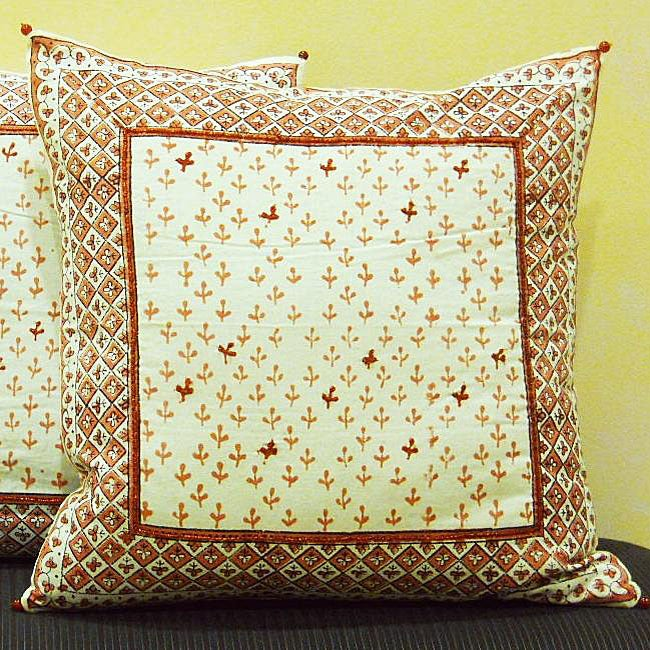 Cotton Hand-blocked 'Dhanya' Honeysuckle 18-inch Pillow Cover (India)