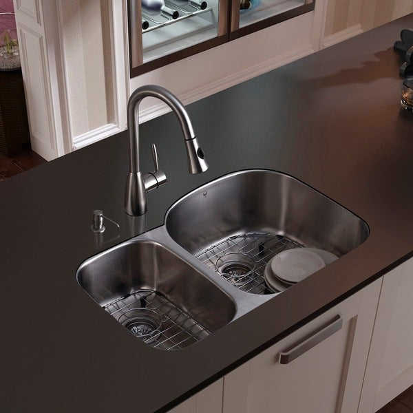 VIGO All-in-One 31-inch Stainless Steel Undermount Kitchen Sink and Aylesbury Stainless Steel Faucet Set 7730566