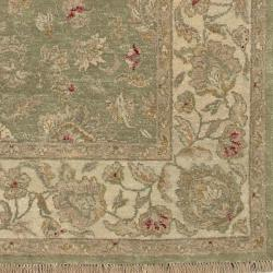 Hand-knotted Amaranthine Green Wool Rug (5'6 x 8'6)