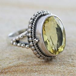 Sterling Silver Faceted Lime Quartz Oval Bead-accented Ring (Indonesia)